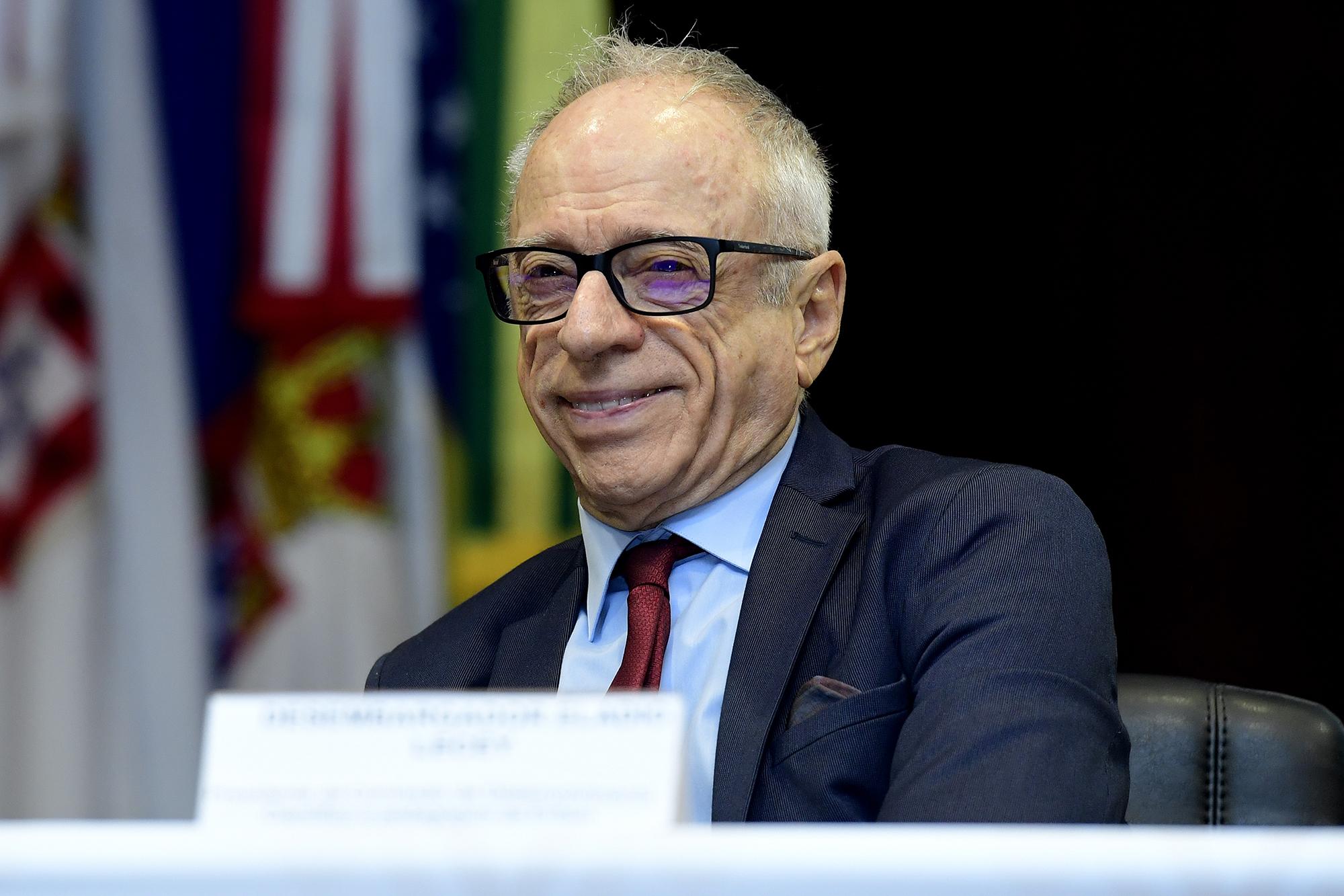 Dr Eladio